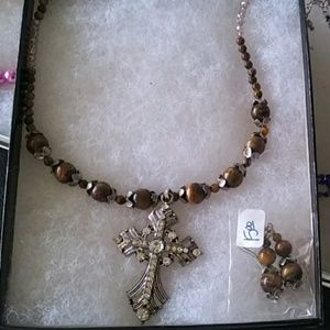 Cross pendant necklace with earrings
